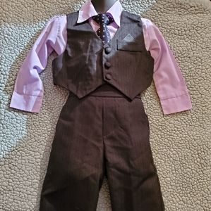 BOYS SIZE 2 SUIT,VERY CUTE